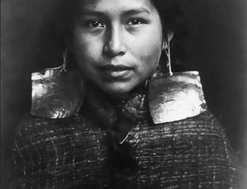 Des images rares en noir et blanc de jeunes filles amérindiennes